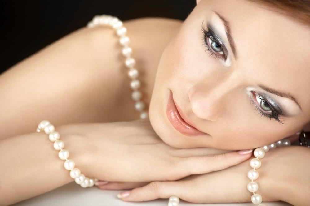 Premier rendez-vous amoureux avec un homme Féminité perles maquillage by Mademoiselle M