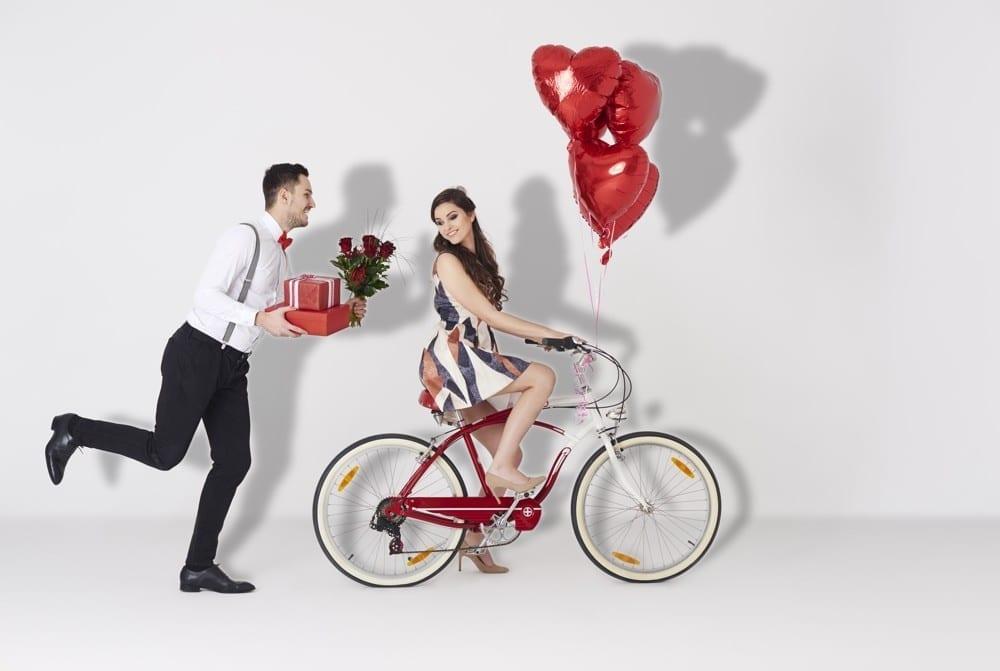 Premier rendez-vous amoureux avec un homme coeurs rouges - Mademoiselle M