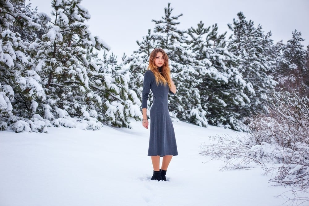 Robe grise dans foret enneigée by Mademoiselle M