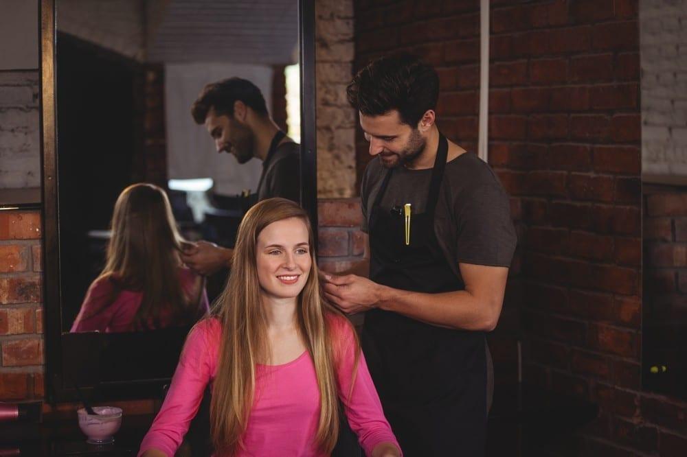 Cliente discutant avec coiffeur by Mademoiselle M