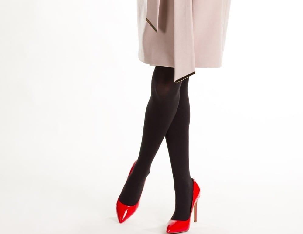 Collants foncés chaussures claires by Mademoiselle M