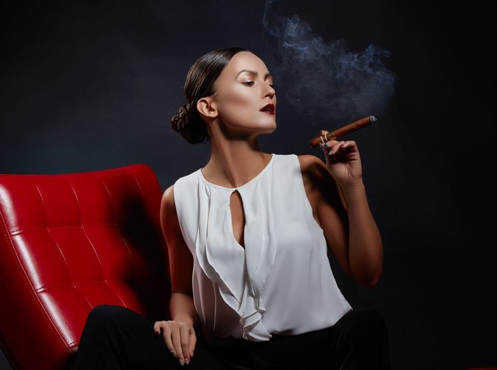 10 astuces pour votre élégance - Femme fatale cigare by Mademoiselle M