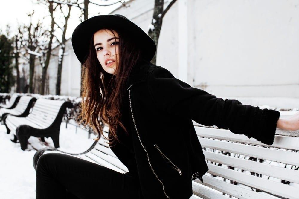 Allure folle jeune chapeau noir by Mademoiselle M