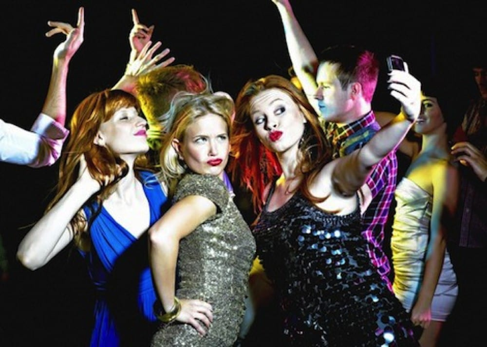 Femmes s'amusant by Mademoiselle M