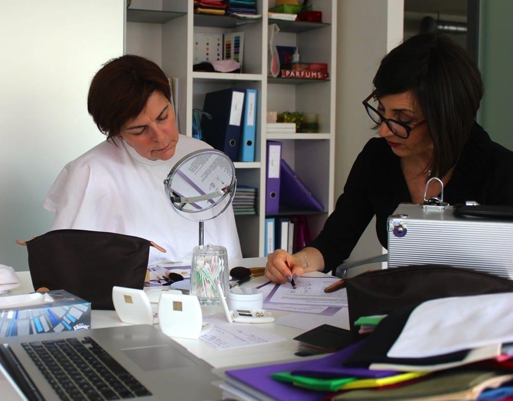 Myriam en consultation à Genève au cabinet Première Impression